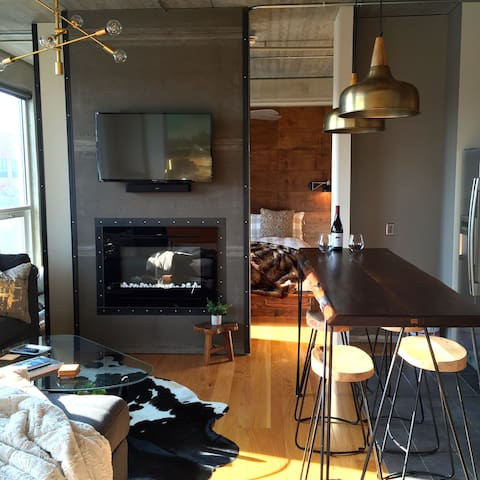 2 King Bed, East Village Loft with Capitol View - Des Moines