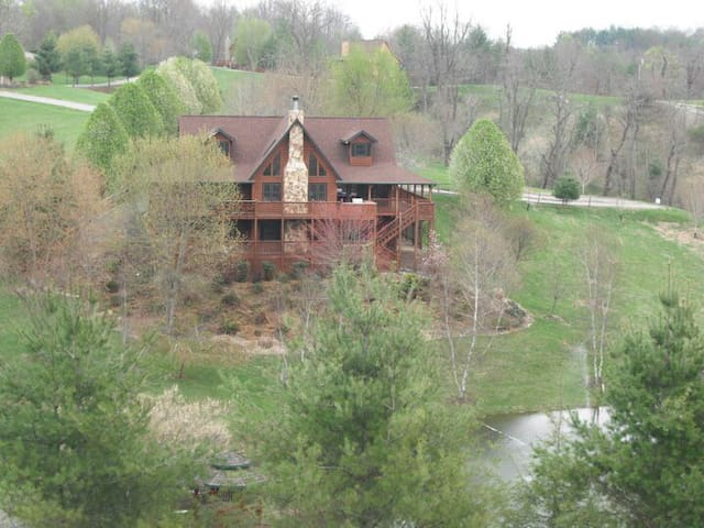 Large Cabin with Private Pond - Piney Creek - Casa