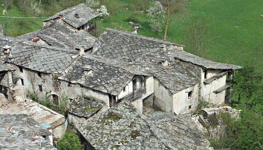 Visit a Medieval working Borgata in Piedmont - Bobbio Pellice - Casa