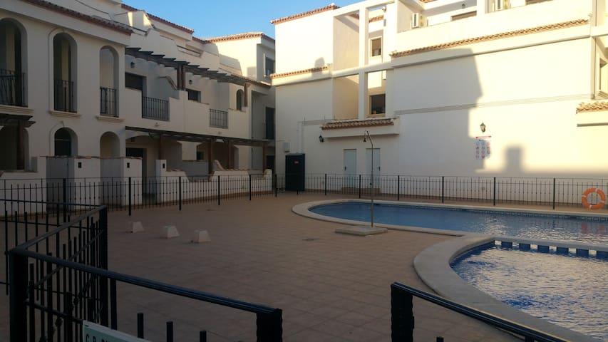 Apartamento bungalow nuevo con piscina comunitaria - San Pedro del Pinatar - Bungalov