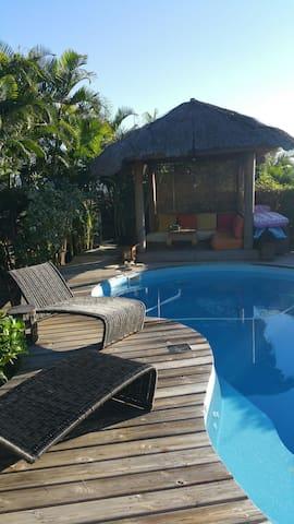 Maison+piscine 3 chambres calme - Plateau-Caillou - Casa