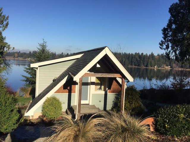 Beautiful lakefront cottage! - Olympia - Casa