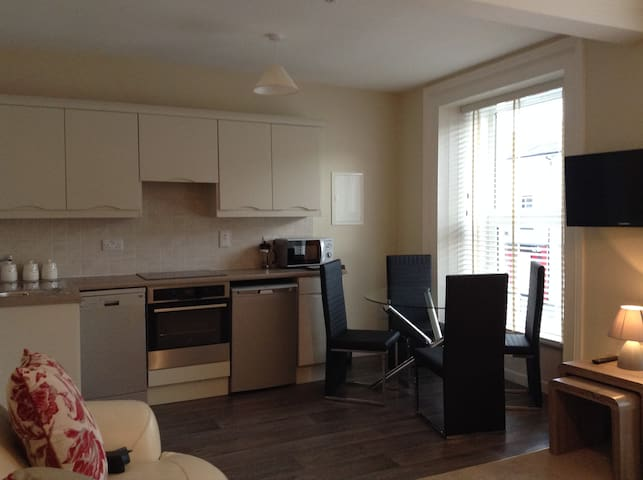 2bed apt, private parking gr8 space - Dungarvan - Appartement
