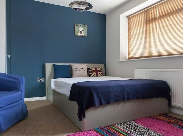 En Suite Room in Modern Houseshare - Burnham - 獨棟