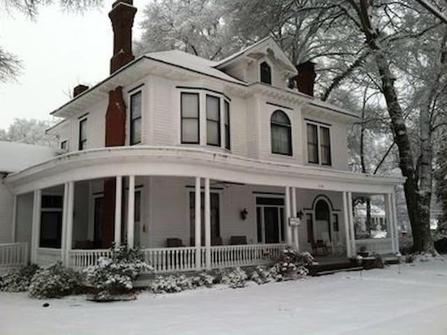 1888 historical antebellum style - Cartersville