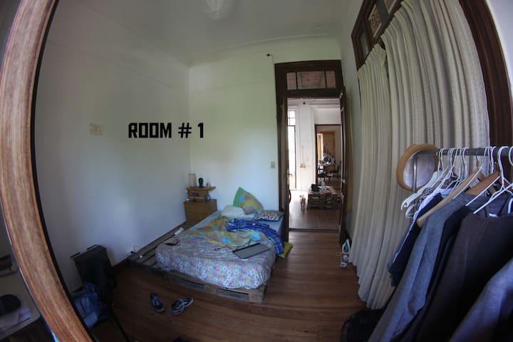 Room #1 at Casa Solis art house =) - Buenos Aires - Casa