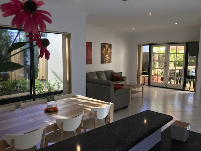 Beautiful house close to the beach - Scarborough - Casa