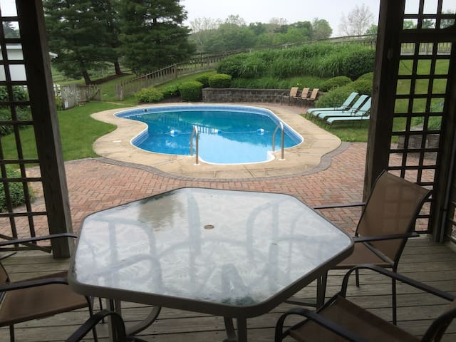 92 Acre Beautiful Farmhouse with in-ground pool - Manheim - Maison