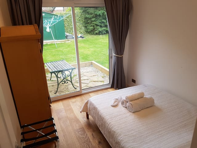 Guest House Annex with a private entrance - High Wycombe - Pension
