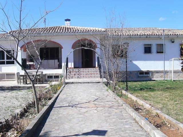 Alquilo habitaciones (casa de campo) - Enguera - Chalet