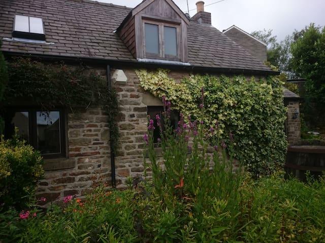 Cruck Cottage. Pot house Cottages - Stocksbridge - Huis