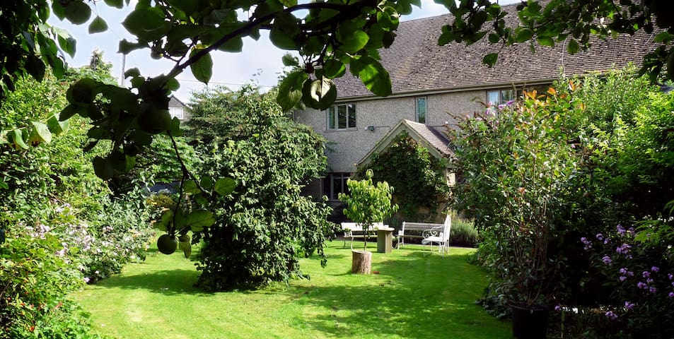 4 Star Silver award ensuite room - Fulbrook, near Burford - Bed & Breakfast