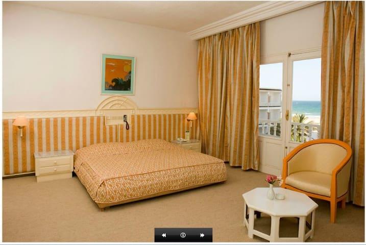 Very nice room with sea view :) - Gabes - 家庭式旅館