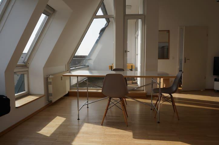2 chambres-loft à Kreuzberg-Ouest, lumineux,balcon - Berlin - Loft