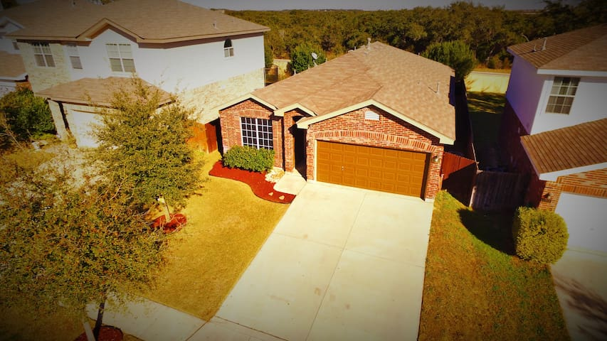 RIVERS Home between Sea World & Six Flags - Helotes - Casa