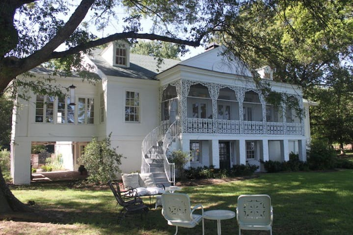 Master Suite Lakefront Mansion 32 mi from Memphis - Hughes - Talo