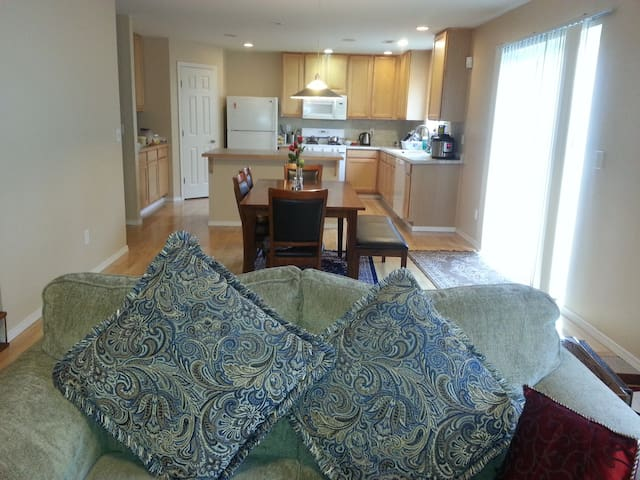 Beautiful home with comfortable bed. - 瑟馬米甚(Sammamish)