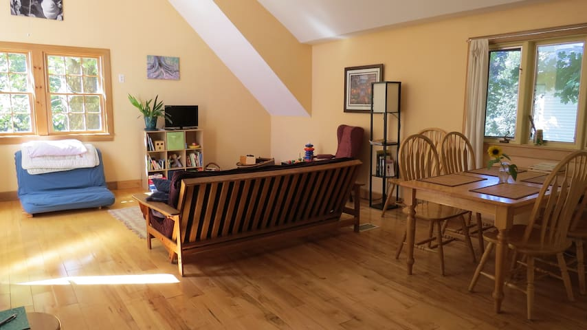 Sunny Family-Friendly Home - Northampton - Appartement