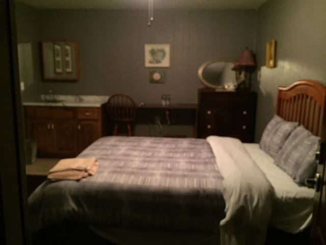 Choice of room with queen or 2 twin - Waverly