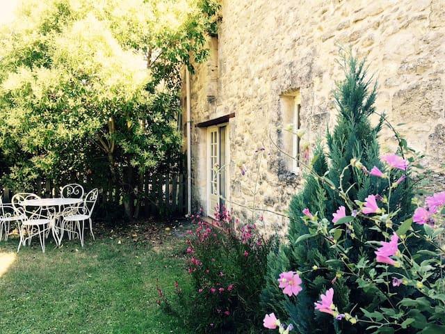 Maison de campagne près de Blaye - Saint-Paul - Haus