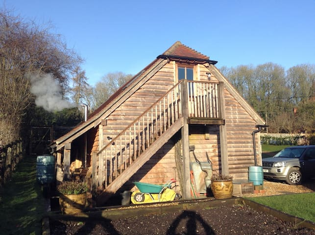 Private room with en suite shower - Burghclere - Huis