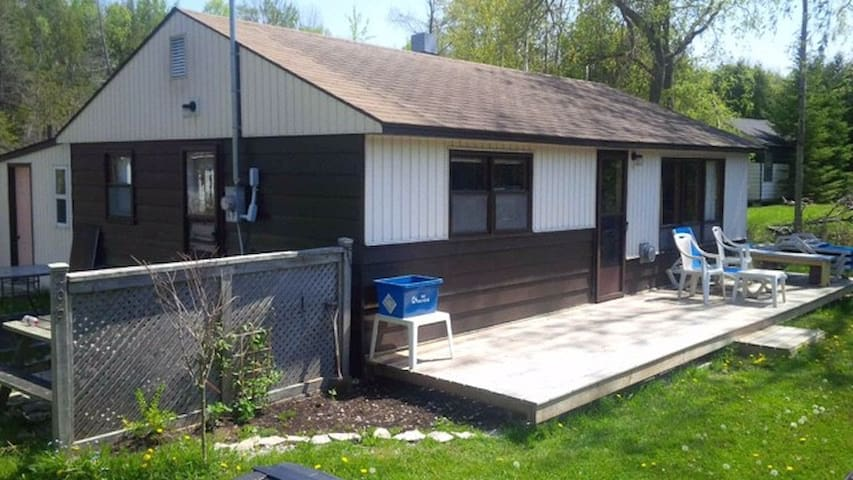 Well kept, clean 3 Bedroom Cottage @ Sauble Beach - Sauble Beach