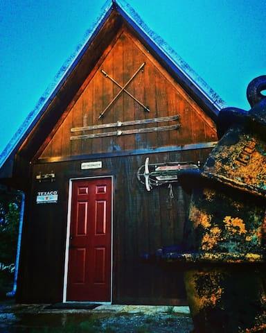 IRON HORSE CABIN STAY AND FISHING - Burrton - Stuga