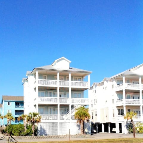 WOW!! beautiful 4 bed  4 bath beach home with pool - Carolina Beach