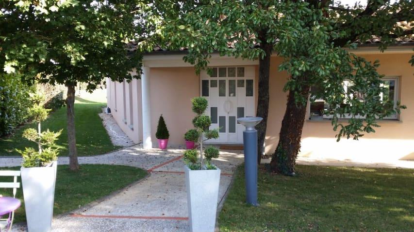 Maison d'Architecte avec piscine et jacuzzi - Aussonne - Huis