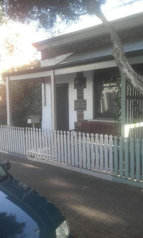 Private cottage on city fringe - Unley - Haus