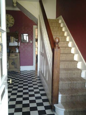 Cosy Single bedroom in 3-storey Edwardian home - Llandrindod Wells - Maison