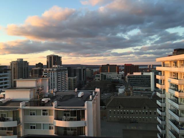 Queen Bed with spectacular urban views - Hamilton - Apartemen