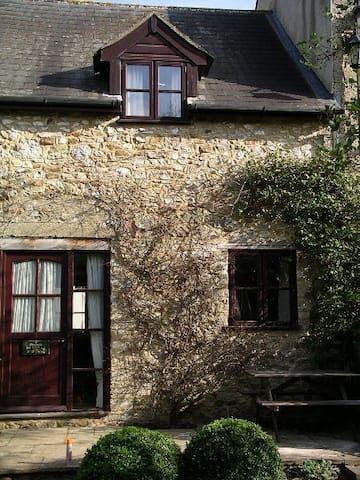 Country Cottage in Beautiful Scenery - Musbury - Leilighet