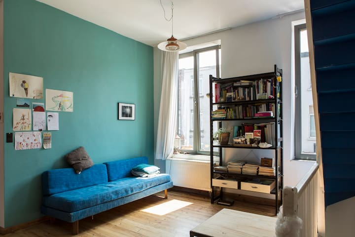 Bright comfortable room with double bed - Gent - Huis
