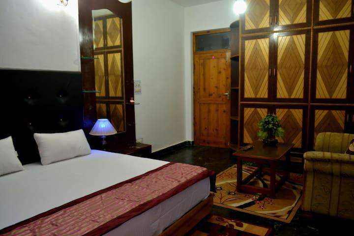 Malana Luxury Room - Bed & Breakfast