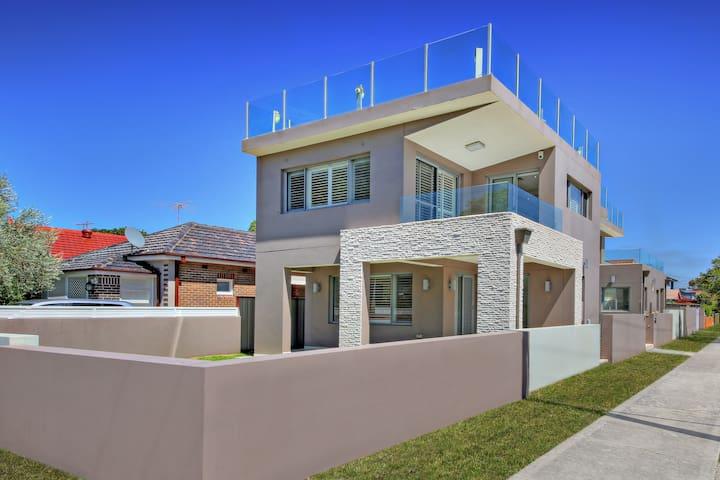 The CRAWFORD PLACE - SYDNEY BEACH Sleeps 10 Modern - Brighton-Le-Sands - Villa