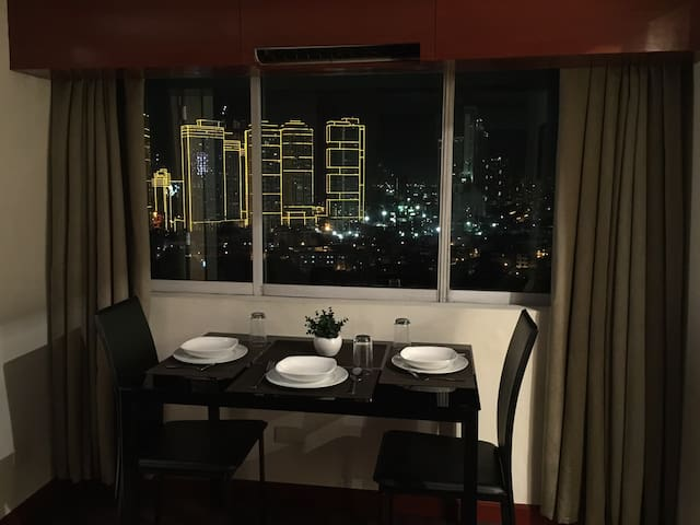 Junior Suite in the City Center - EDSA Makati City - Makati - Kondominium