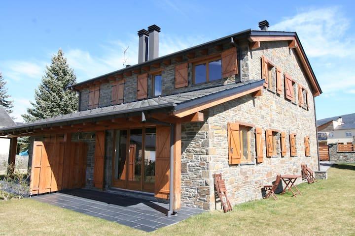 Palau, acogedora casa con jardín para 5 personas - Palau-de-Cerdagne - Hus