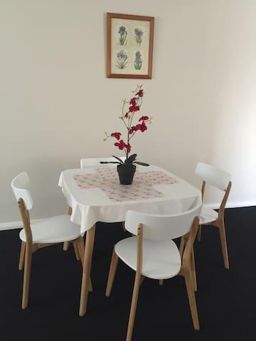 Clean, Cosy & Centralise location - Tuart Hill - Apartament
