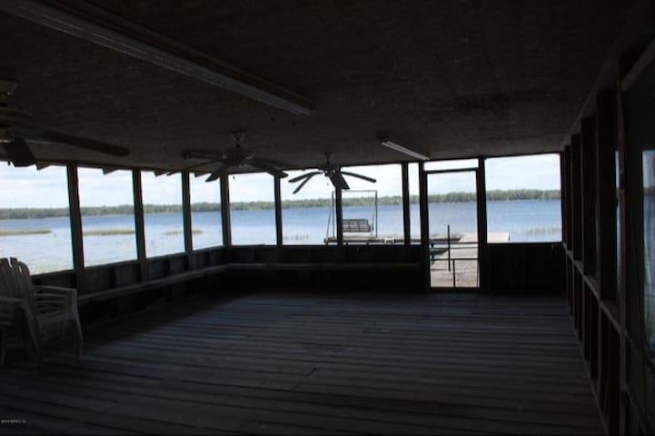 Hampton Lake retreat - Hampton - Bobil