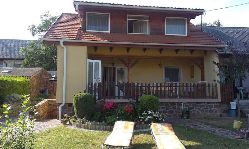 Beautiful accommodation with garden - Balatonszepezd - Apartamento
