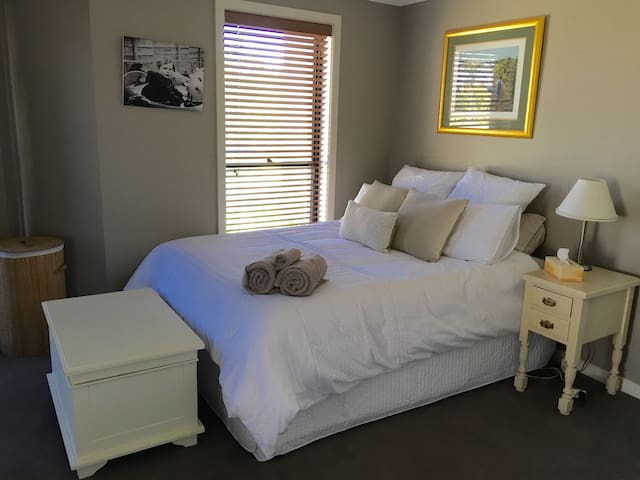 Comfortable Queen room. Private Bathroom. - Stanhope Gardens - Hus