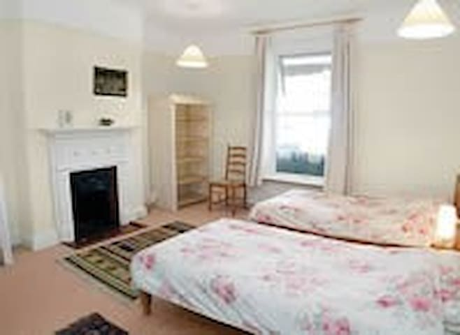 Spacious twin room, Thurlibeer, nr Stratton, Bude - Stratton
