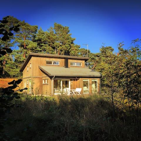 New house just off Fårö's top beach - Gotland N - Rumah