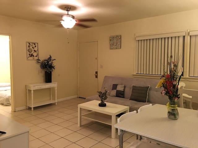 Cozy 3 bedroom Home In San Gabriel - San Gabriel - Haus