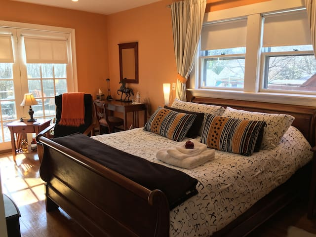 Nicely Decorated in Boston Suburb ! - Waltham - Talo