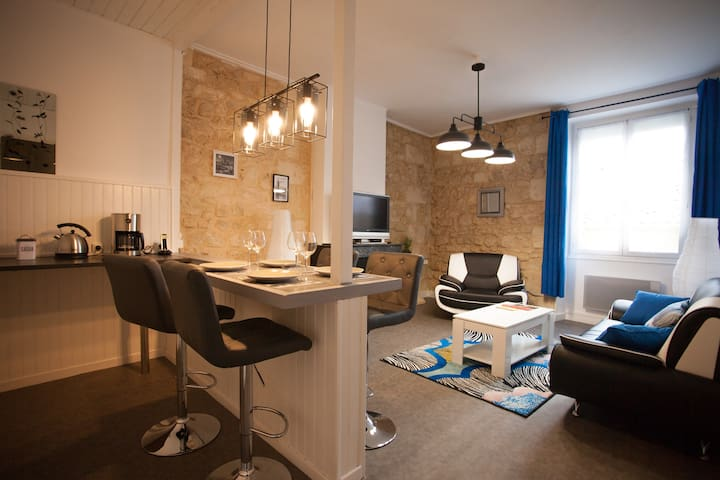 Beautiful renovated apartment in heart's Bourg - Bourg - Departamento