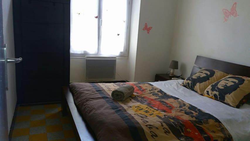Chambre privée dans le centre de ville - Pont-Saint-Esprit - Wohnung