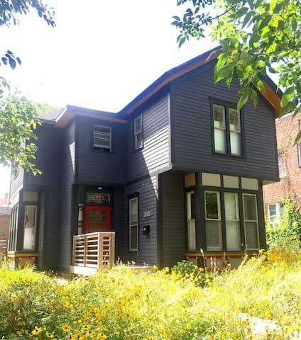 Micro Apt. In Historic Home. - Minneapolis - Casa