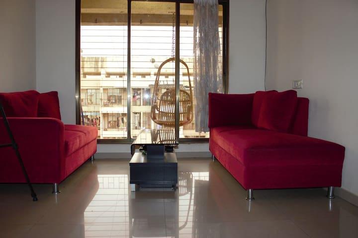 Intimate & A Creekside Apartment - Navi Mumbai - Daire